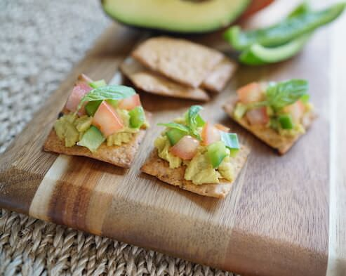 Avocado, Tomato and Green Pepper Crackers