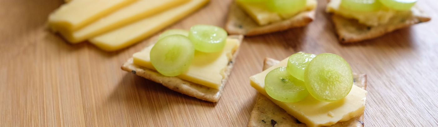 Grapes & Gouda Crackers